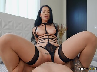 Katrina Jade wears sexy black lingerie for fucking without mercy