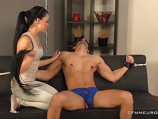 Pidzemellya Hospodynya makes her friend cum by a dildo in his ass