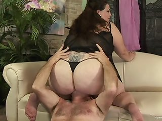 Chubby mature grabs the man's cock and works magic with it