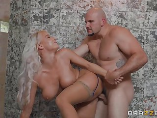 Bathroom Sex Therapy - JMac and big ass blonde mom London River